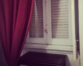 Quarto com janela e acolhedor situado nos Anjos