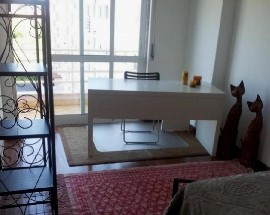 Arrendo quarto mobilado espacoso com varanda zona Sintra
