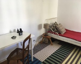 Room with private bathroom in Parede near the beach