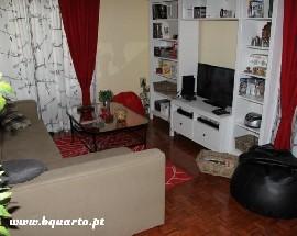 Alugo quartos a jovens na Estrada da Luz Torres de Lisboa