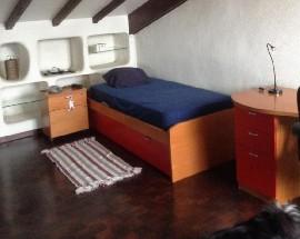 Alugo quarto soalheiro a estudante em Paco de Arcos
