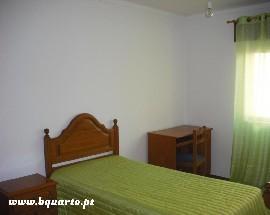 Alugo quarto com muita luz rua de Angola em Coimbra