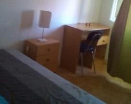 Alugo um quarto individual perto da universidade de Aveiro