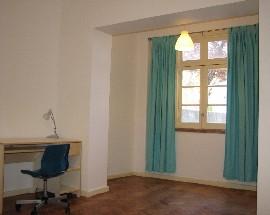 Quarto num apartamento totalmente equipado em Lisboa