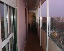 Aluga se quarto com wc parte de cima de Apartameto Duplex