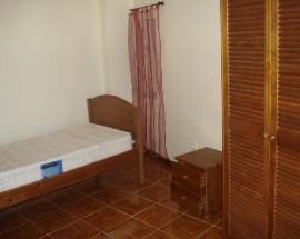 Alugo quartos a estudantes a 300m do Portugal dos Pequenitos