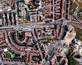 Quarto individual num T4 remodelado em Lisboa