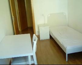 Quarto em apartamento totalmente renovado e equipado
