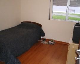 Alugo quarto mobilado com casa de banho privada