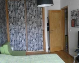 Quarto com cama de casal no Seixal