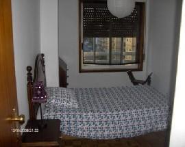 Quarto em apartamento mobilado Maia