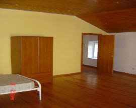 Alugo quarto mobilado com wc privativo em Palmela