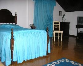 Alugo 3 quartos em vivenda serventia de cozinha LOURES