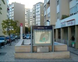 Quarto casal proximo estacao do metro Alfornelos