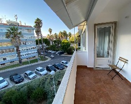 Diversos quartos single duplos suites NOVA SBE Carcavelos