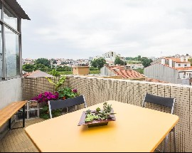 Furnitured apartment with 3 bedrooms in Porto