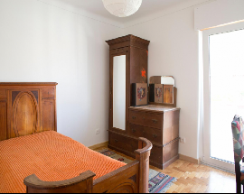 Bright room in a newly renovated villa Lisbon Benfica