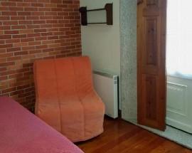 Suite mobilada numa vivenda em Caxias