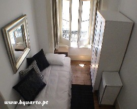 Sunny single and double bed room in Lisbon