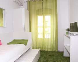 Sunny rooms with private bathroom in historical Lisbon