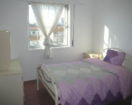 Bright Room in penthouse apartment near Hospital and Railway